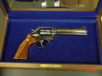 "Smith & Wesson 586 no dash,blue,6"" Cleveland Police Dept.Comm.,24K gold engraved,1986,wood grips,pres case, 357 magnum,#460 of 500 !"