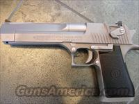 "Magnum Research Desert Eagle,44 mag,6"".matt  chrome,3 magazines !! box,manual,& its a MK VII model,made in Israel-looks awesome !"