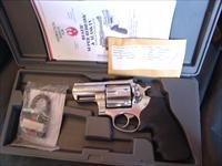 "Ruger ""Alaskan"" 2 1/2"" 44 Magnum,Super Redhawk frame,polished stainless,adj.rear site,finger groove grips,box,& all papers,6 shot,looks great now !!"