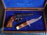 "Smith & Wesson 19-3 Texas Rangers Commemorative,357 mag,4"",with matching serial numbered knife & fitted wood case,1973,clean gun."
