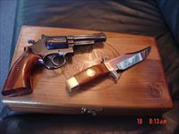 "Smith & Wesson 19-3,4"" 357 mag,Texas Rangers Commemorative with matching knife,fitted case,made 1973,awesome package !!"