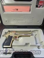 24 KT Gold Magnum Research Desert Eagle Mark XIX .50 AE