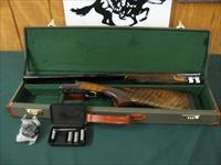 6378 SKB 200 HR 28 gauge 28 inch barrels, 5 chokes wrench,beavertail forend,sk ic modim full NEW IN CASE, single non select trigger,ejectors, TIGER STRIPED WALNUT,ENGINE TURNED FLATS, VENT RIB, CASE COLORS, butt pad,white bead on front, br