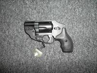 Smith&Wesson 442-2 w/lasermax laser guard
