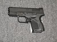 "XDS-9 w/one 7 rd mag, one 8 rd mag, w/ an all black finish, 3.3"" bbl"