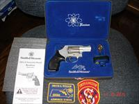 S&W Mod.331 AirLite TI NIC .32H&R Mag. in Jewel Case