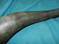 EXCEPTIONAL ENGRAVED POWDER HORN