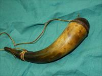 VERY EARLY FLINTLOCK POWDER HORN