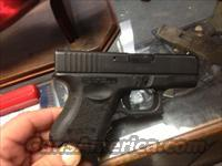 like new glock 27  40 cal  sub compact