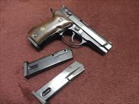 BROWNING BDA .380 - NEAR MINT WITH THREE 13-ROUND MAGS