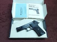SMITH & WESSON - MODEL 422 - .22LR - 4 1/2-INCH - NEW IN BOX