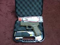 GLOCK 19 9MM - FULL DARK EARTH - FXD SIGHTS - TWO 15-ROUND MAGS - AS NEW IN BOX