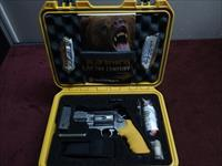 SMITH & WESSON 460ES - EMERGENCY SURVIVAL KIT - BEAR ATTACK - .460 MAGNUM - MINT IN FACTORY CASE WITH ACCESSORIES