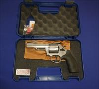 CLEARANCE!  SMITH & WESSON MODEL 69  44 MAGNUM COMBAT REVOLVER