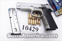 Smith & Wesson .40 model 4043 Light Stainless 2 Mags