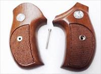 Rossi model R352 R461 R462 Walnut Combat Grips Sile Banana 1980s Production Excellent Custom Fitted 711R