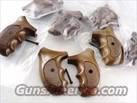 Smith & Wesson J Round Revolver Grips Sile Combat 1970s GRsilJC Finger Groove Italian Walnut New Old Stock Models 34 36 37 38 40 42 60 637 638 640 317 651