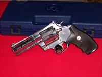 "Colt 4"" Anaconda W/box Used in good condition"