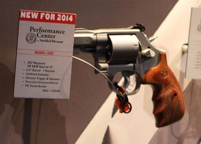 Smith & Wesson starts 2014 with strong new additions to their revolver line up: the 9mm 986 and 929—SHOT Show 2014