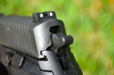 The 3-dot tritium SIGLITE night sights work well, day or night.