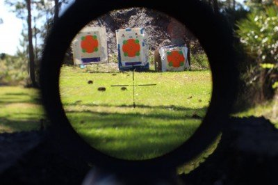 The E1has Burris's Ballistic Plex E1 Reticle.  In low light, the lit is reticle is visible in red.