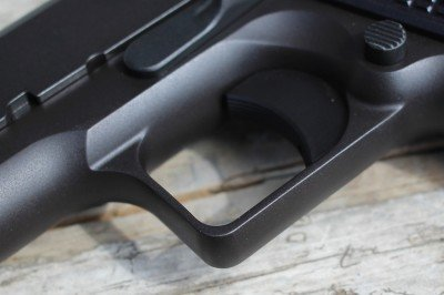 The square trigger guard is a nice touch that makes the angular lines of the 1911 more apparant.