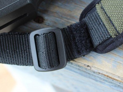The buckles are nylon, as is the webbing. This keeps things ultra quiet.