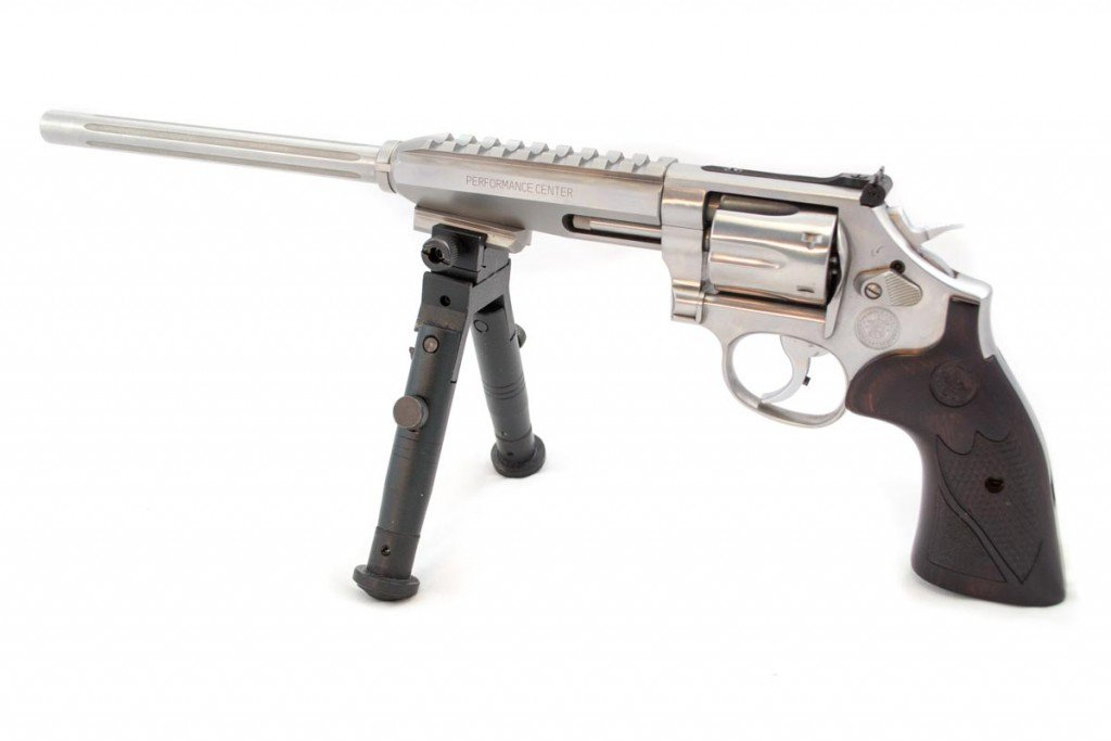 The Smith & Wesson 647 Varminter, shown without the included red dot sight or blade front sight.