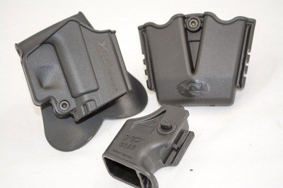 Both pistols came with a Kydex paddle holster, dual magazine carrier and magazine loading tool.