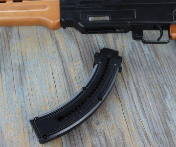 There's no paddle in front of the trigger guard for the release.
