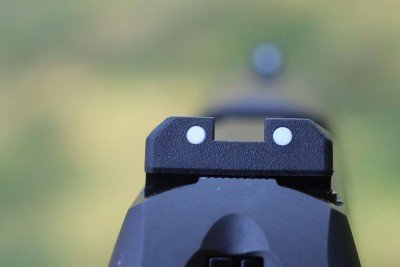 The front edge of the rear sight has a reasonable ledge for one hand manipulation.