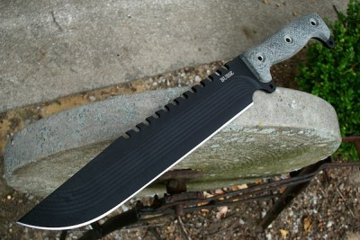 The Battle Saw.  A totally ridiculous knife!  (Photo: Busse)
