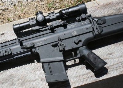 The SCAR offers controls that AR shooters should master quickly.