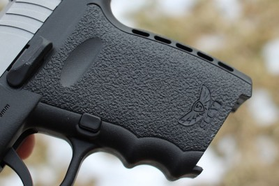 The grip, only an inch wide, lacks the ergonomic curves of the new grips coming out of Germany.