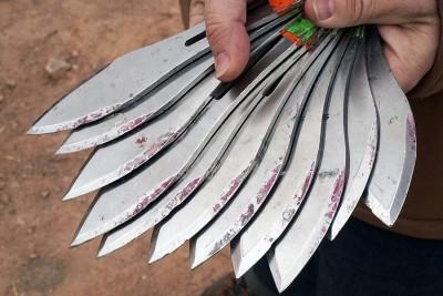 A look at the knives.