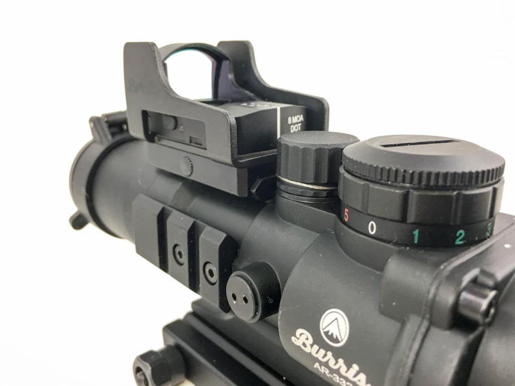 With new optics mounts and super small red dot sights, you can always choose magnification and red dot sights. This AR-332 is a fixed 3x optic that accepts a Burris FastFire 3 mount on the top. Just tilt you head up and down to quickly switch between sighting options.