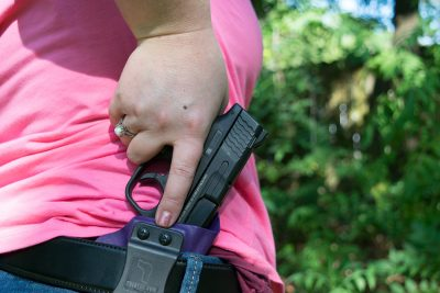 Carrying concealed. (Photo: Hegshot 1987)