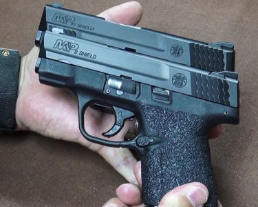 The author felt that the dimensions of the Shield .45 (behind) and Shield 9mm (front) were quite similar.