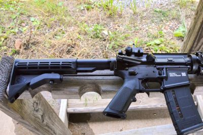 The six-position collapsible stock of the FN M4 allows the user to adjust it to his needs, as well as make it as compact as possible.