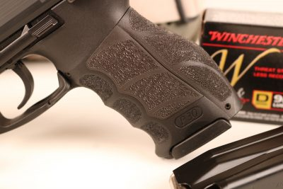 The P30 series of guns incorporates interchangeable backstraps as well as side grip panels.