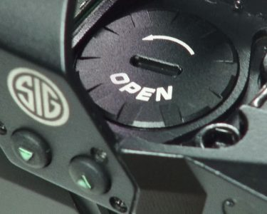 The sealed battery compartment is easy to access with the optic mounted.