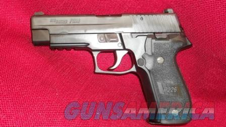 Sig Sauer Model P226R .40 S&W with 12rd Magazine  Guns > Pistols > Sig - Sauer/Sigarms Pistols > P226