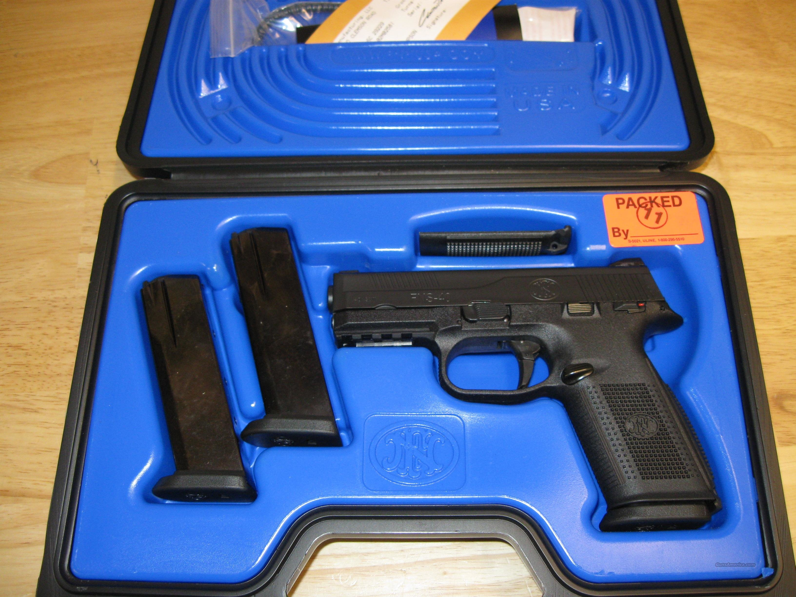 FN Herstal FNS-40 Pistol (66942), 40 S&W, 4 in, Night Sights, Polymer Grip, Black Finish, 14 Rd  Guns > Pistols > FNH - Fabrique Nationale (FN) Pistols > FNP