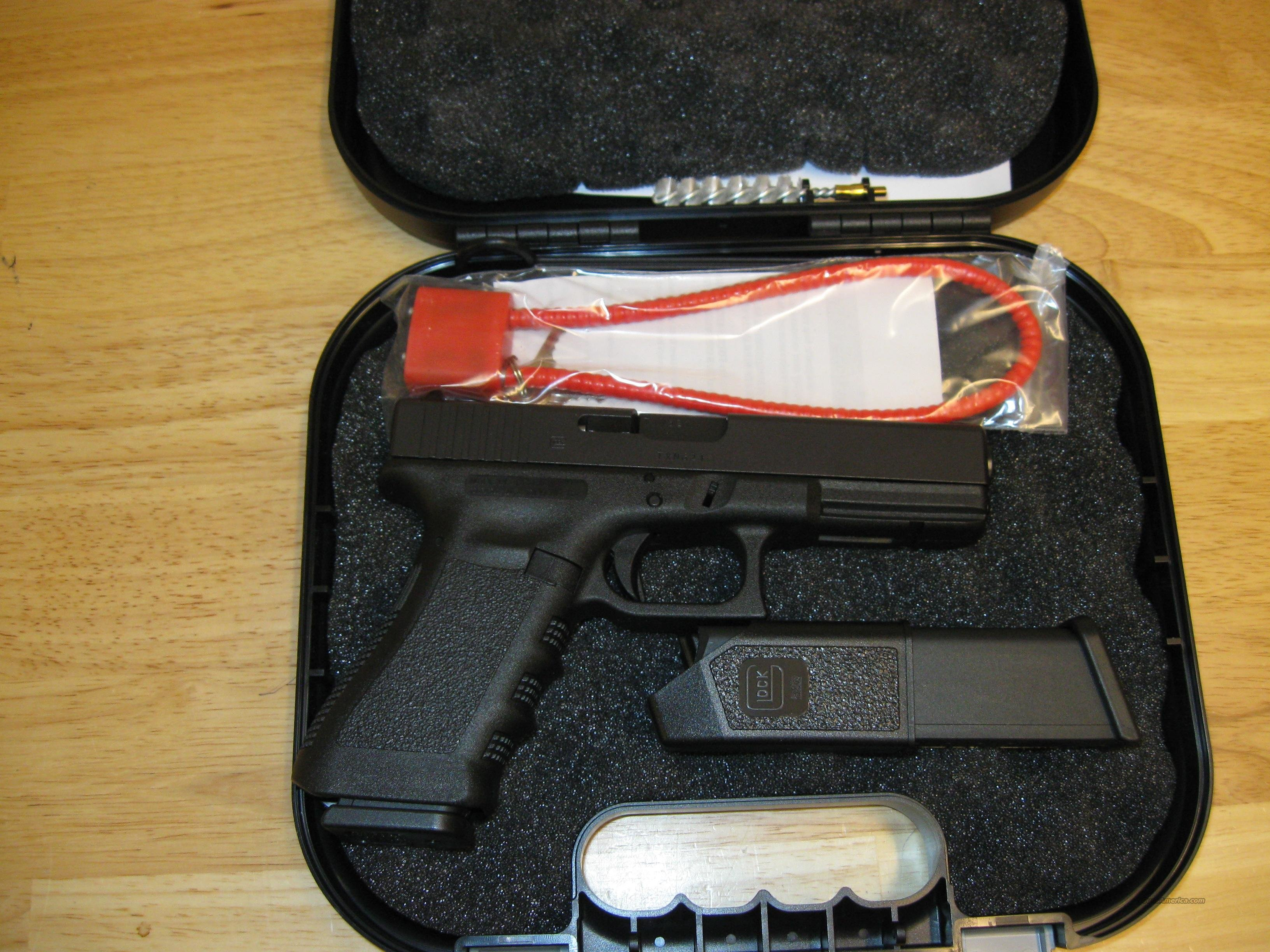 Glock 17 Standard Pistol PI1750203, 9mm, 4.49 in, Polymer Grip, Black Finish, Fixed Sights, 17 Rd  Guns > Pistols > Glock Pistols > 17