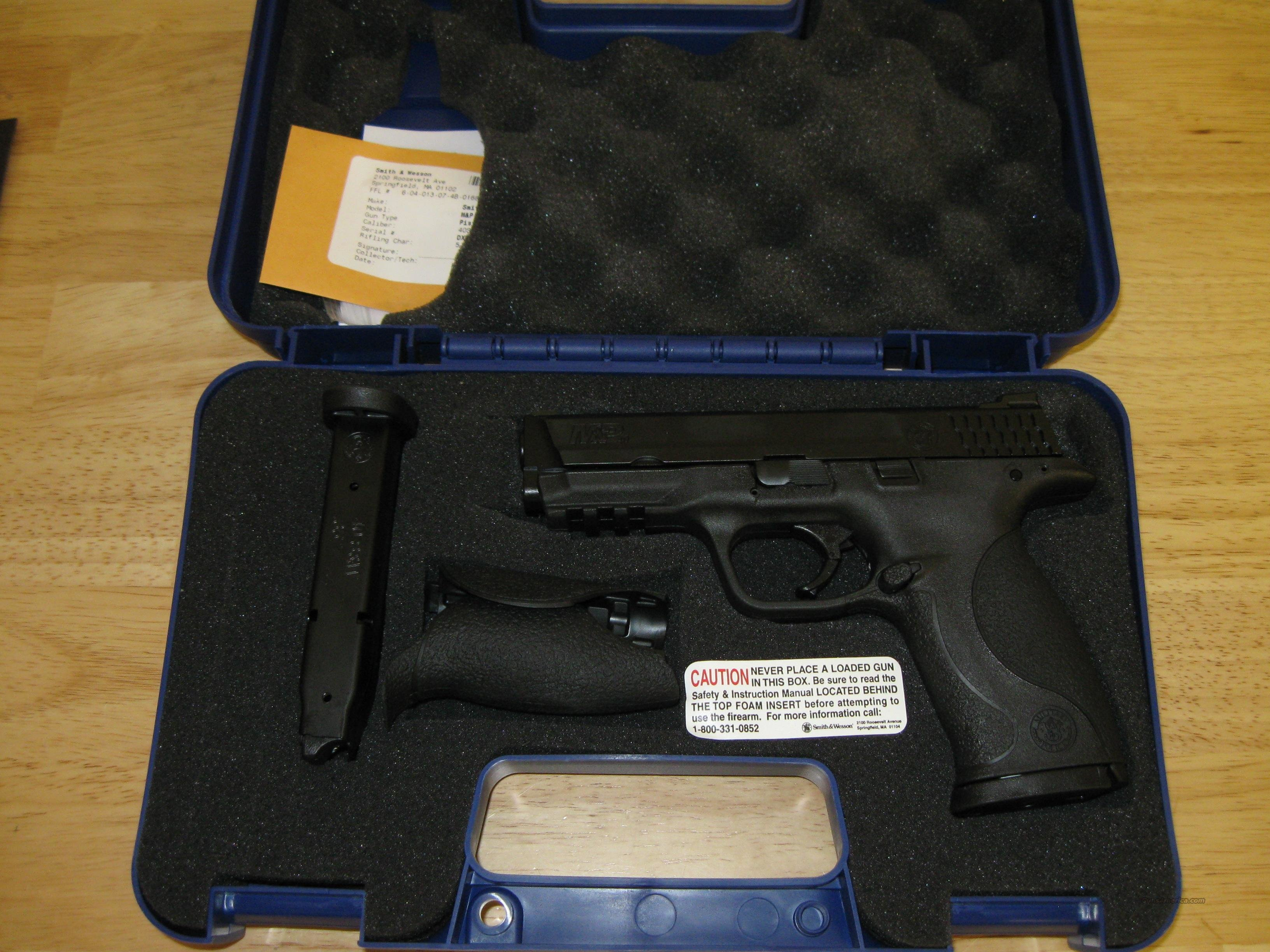 "S&W M&P40 .40S&W, 15+1, 4.25"", FS, (151209) ILLUMINATING SIGHTS  Guns > Pistols > Smith & Wesson Pistols - Autos > Polymer Frame"