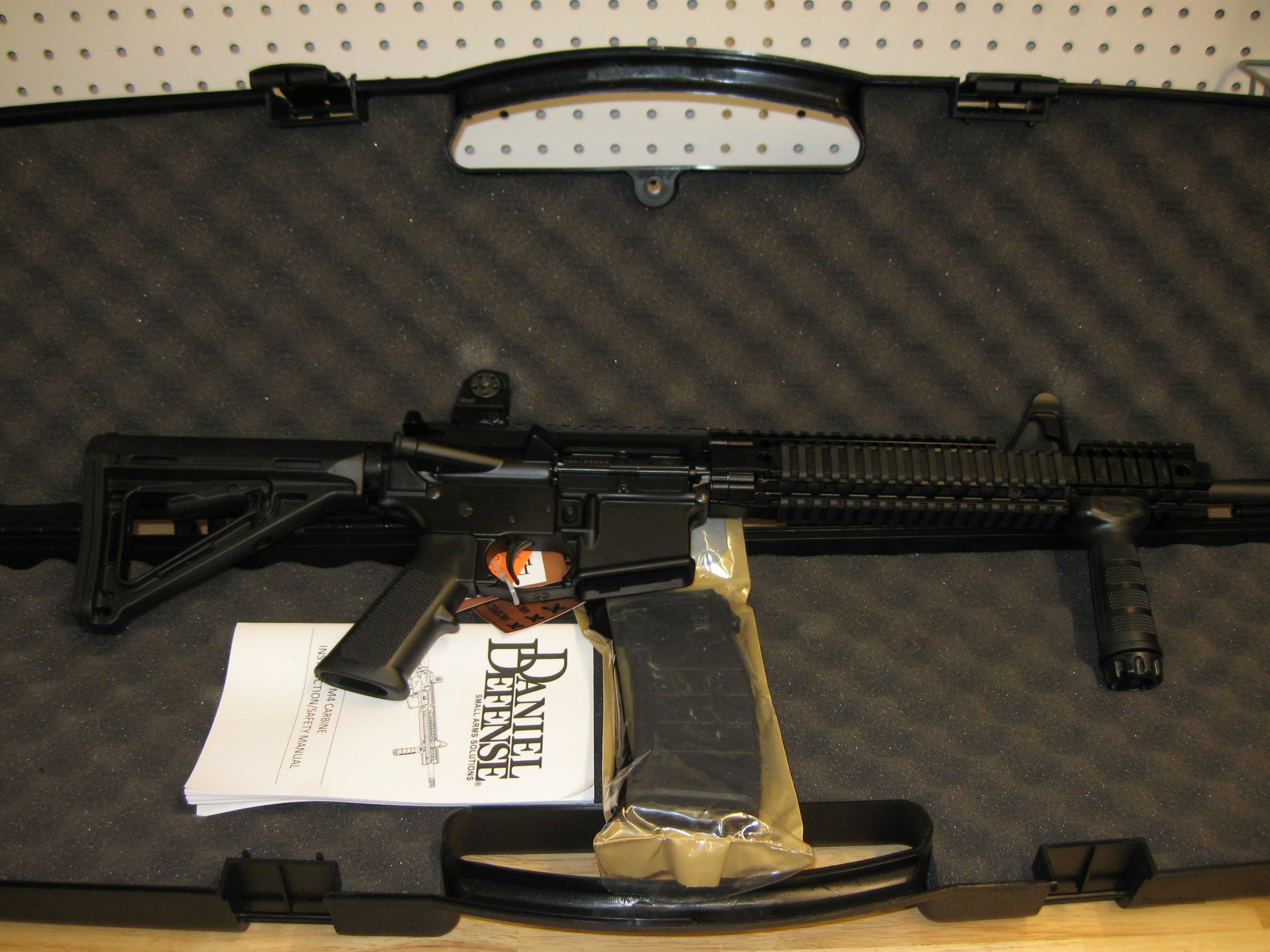 Daniel Defense DDM4 V1 (DA-22162) Lightweight Rifle 5.56mm 16in 30rd Black  Guns > Rifles > Daniel Defense > Complete Rifles