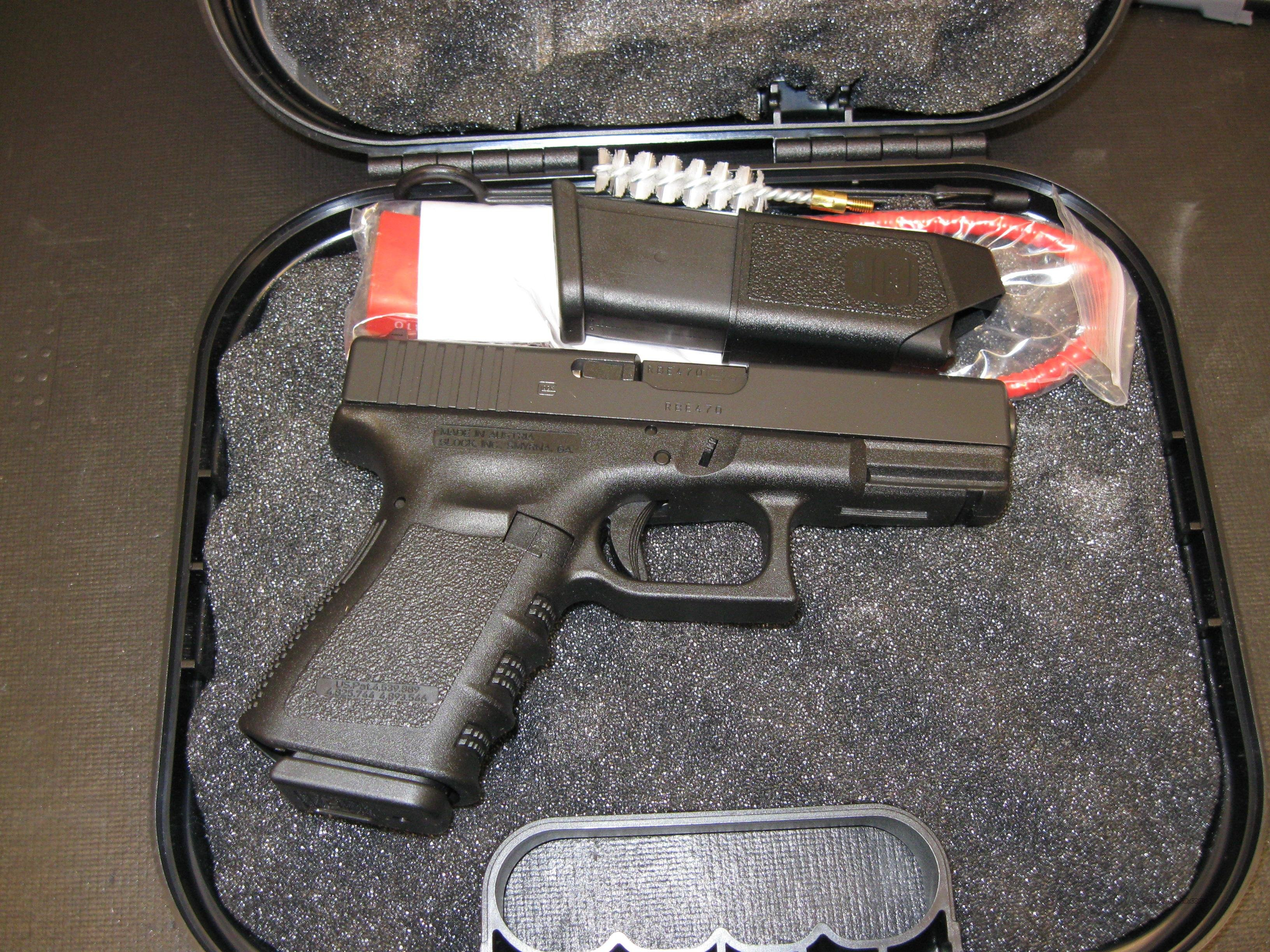 Glock Model 23 Compact Pistol PI2350201, 40 S&W, 4.02 in, Polymer Grip, Black Finish, Fixed Sights, 10 Rd  Guns > Pistols > Glock Pistols > 23