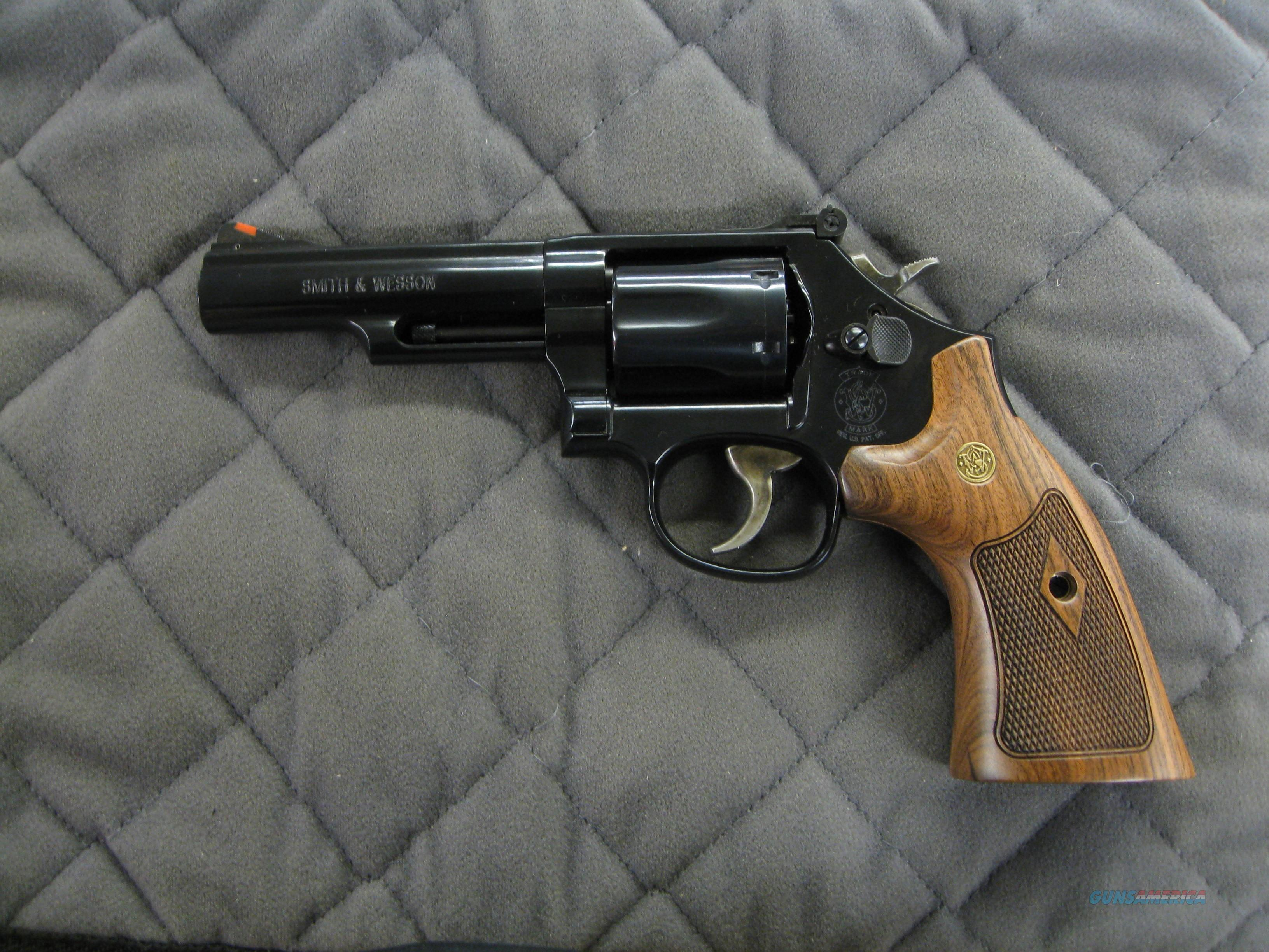 Smith & Wesson Model 19 Classic NEW 12040  Guns > Pistols > Smith & Wesson Revolvers > Med. Frame ( K/L )