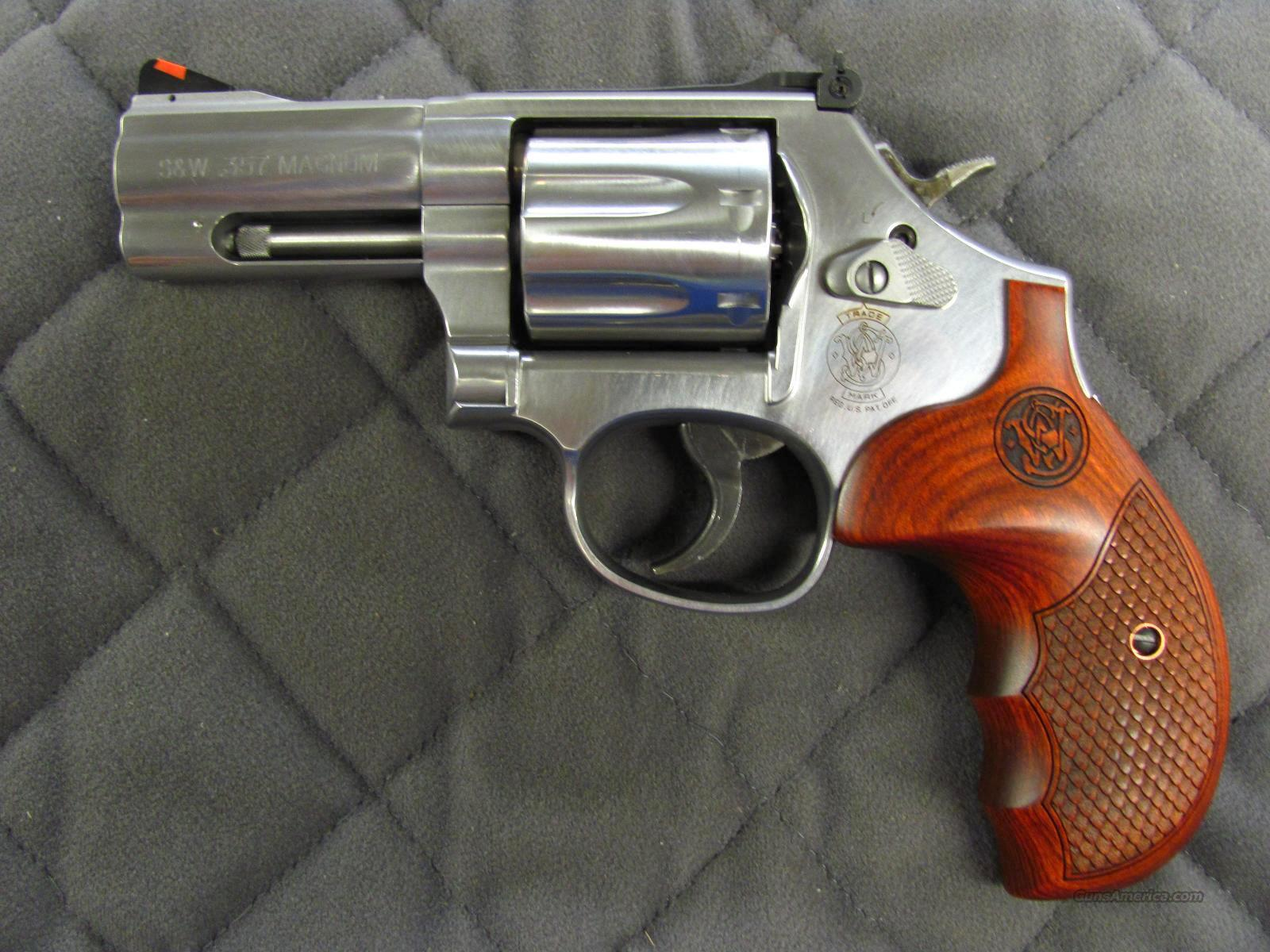 Smith & Wesson Model 686 Deluxe 3 inch 7 Shot 357 Mag Talo Grips  **NEW**  Guns > Pistols > Smith & Wesson Revolvers > Full Frame Revolver