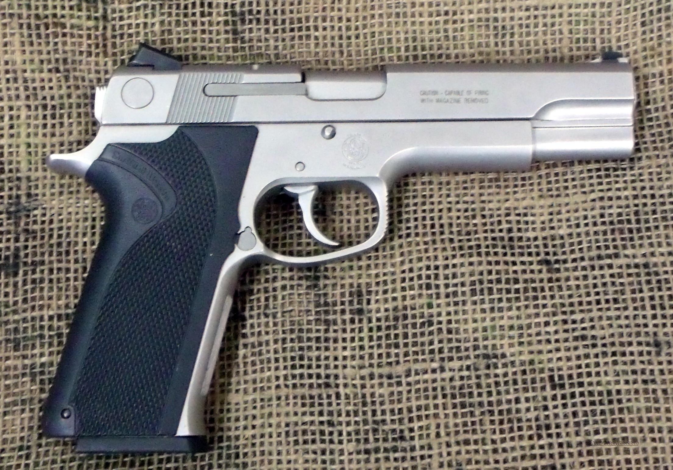 SMITH & WESSON  Model 1026 Pistol, 10mm Auto Cal.  Guns > Pistols > Smith & Wesson Pistols - Autos > Steel Frame